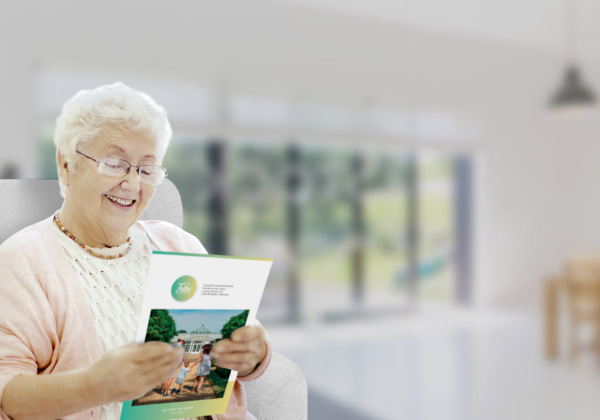 grand mère avec journal my tribu news